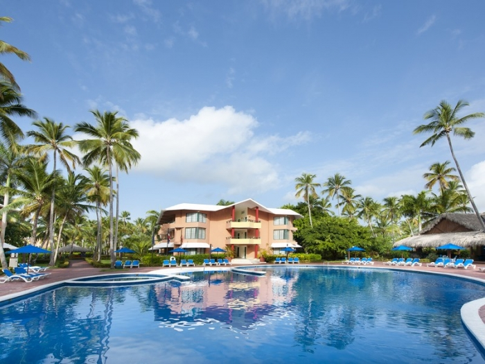 284 swimming pool 6 hotel barcelo dominican beach25 155637